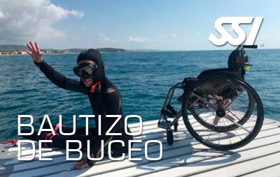 Bautizo de buceo en el mar para discapacitados